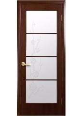 Межкомнатная дверь Квадра Виктория со стеклом сатин и рисунком Орех