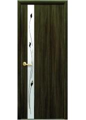 Межкомнатная дверь Квадра Злата De Luxe со стеклом сатин и рисунком Кедр
